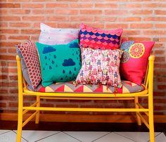 Aprenda a fazer estampas de almofadas que imitam aquarela