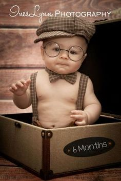 New baby boy photo shoot ideas toddlers 6 months ideas Baby Boy Pictures, Newborn Pictures, 6 Month Baby Picture Ideas Boy, Decoration Photo, Boy Photo Shoot, Photo Shoots, Monthly Baby Photos, Toddler Photos, Baby Mobile