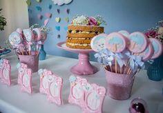 ☔️ Mesa Liinda , Chuva de Amor para a o Chá da Valentina  Com nossos doces  Naked Cake @belle_dulce  Fotografia @md_fotografia_e_cinema  #nuvemparty #chuvadeamorparty #festacandycollors #festachuvadeamor