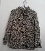 2015年春末購自bossini. 100% new, 全新.兩旁的口袋也還沒開 只在家試穿過一次,  因為size不合一直放在衣櫃  M碼,本人154cm,褸稍大   面料:42%腈綸 33%羊毛 裡料:100%聚脂纖維