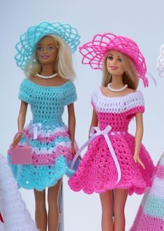 Beautiful doll clothes easy to crochet yourself with the swing series you can combine and make the most diverse models dresses hats and bags for your children and grandchildren so every barbie steffi petra susi sabine gets her very ownRésultat d'images Crochet Barbie Patterns, Crochet Doll Dress, Crochet Doll Clothes, Doll Patterns, Dress Patterns, Sewing Barbie Clothes, Barbie Clothes Patterns, Clothing Patterns, Accessoires Barbie