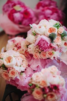 Peach and pink bouquets. Sweet & Flower. Photography: Ciro Photography - cirophotography.com