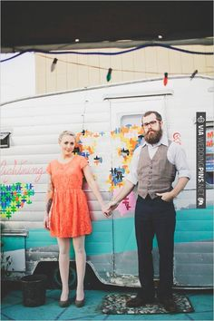 indie engagement photos | CHECK OUT MORE IDEAS AT WEDDINGPINS.NET | #weddings #engagements #inspirational