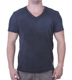 Camiseta Gola V Preta