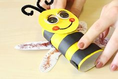 Toilet roll bumble bee