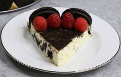 The Ultimate Oreo Cheesecake – the easiest and most beautiful cake topped with cookies and cream crumbs and fresh raspberries. All you need is a few simple ingredients: oreo cookies, cream cheese, sugar, vanilla, eggs, sour cream and raspberries. Great for dessert, brunch, birthday parties or Mother's Day. Video recipe.   tipbuzz.com
