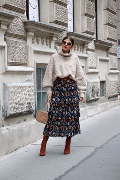 Heutiges Outfit, Blazer Outfit, Midi Skirt Outfit, Winter Skirt Outfit, Midi Skirts, Beret Outfit, Winter Midi Skirt, Skirts For Winter, Sock Boots Outfit