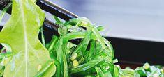 Flori care cresc fara pamant. Frumuseti fara pic de murdarie Wakame Seaweed, Seaweed Salad, Food Sources Of Iodine, Alga Wakame, Edible Seaweed, Seasonal Allergy Symptoms, Sea Vegetables, Fatty Liver, Detox Your Body