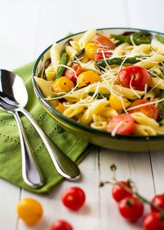 Fresh cherry tomatoes and asparagus never tasted better tossed with penne and a cheesy carbonara sauce. So good, so easy! Ricotta Pizza, Carbonara Sauce, Walnut Pesto, Penne, Rigatoni, Pasta Dishes, Rice Dishes, Casserole Dishes, Cherry Tomatoes