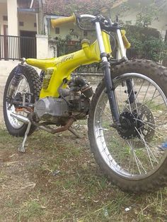 Moped Old Honda Motorcycles, Small Motorcycles, Antique Motorcycles, Motorcycle Bike, Custom Motorcycles, Custom Bikes, Custom Mini Bike, Honda S90, Build A Bike