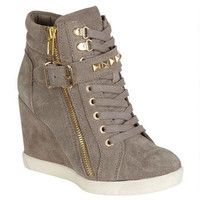 Steve Madden Obsess Sneaker Wedge - I am luvin it Wedges Outfit, Shoes Heels Wedges, Wedge Heels, Wedge Heel Sneakers, Sneakers Mode, Sneakers Fashion, Fashion Shoes, Shoes Sneakers, Womens Wedge Sneakers