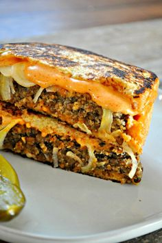 This vegan lentil Frisco melt is the vegan comfort food sandwich you've been craving. Smashed into a hot pan! Substitute gf bread and soy sauce Frisco Melt, Sandwich Vegan, Whole Food Recipes, Cooking Recipes, Supper Recipes, Cooking Rice, Cooking Games, Vegetarian Recipes, Healthy Recipes