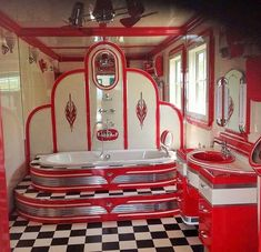 Wonderful Screen Vintage Bathroom red Tips Making sure space existence around the posh aesthetic connected with all of your household can often Retro Home Decor, Cheap Home Decor, Vintage Decor, Art Deco Bathroom, Bathroom Red, French Bathroom, Braun Design, Deco Retro, Vintage Bathrooms