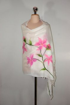 Pashmina Felted Scarf whit Pink Flowers, White Scarf, Needleflelted Scarf, Pashmina Poncho