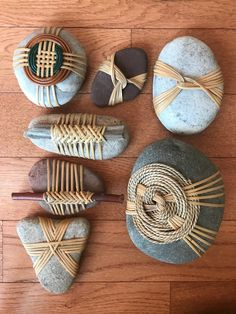 Unique and interesting Stone Crafts, Rock Crafts, Yarn Crafts, Diy And Crafts, Arts And Crafts, Crochet Stone, Rock And Pebbles, Stone Wrapping, Rock Art