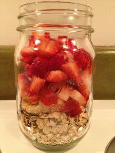 strawberry banana overnight oats