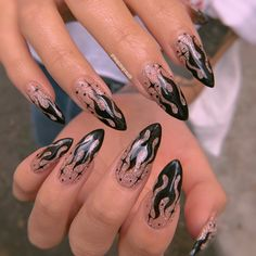 Goth Nails, Edgy Nails, Stylish Nails, Flame Nail Art, Cute Halloween Nails, Plain Nails, Acylic Nails, Fire Nails, Minimalist Nails