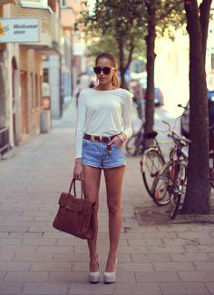 Chicy blouse, Levi's shorts, BikBok belt, H & M sunglasses,Have2Have shoes, Mulberry bag.