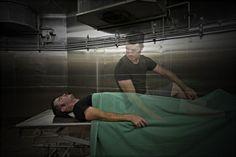 Fotograful Ben Greaves a incercat sa surprinda momentul dintre viata si moarte intr-un fel unic si a reusit! Fotografia a fost realizata intr-un spital abandonat, ce urmeaza a fi demolat pentru a f... Unic, Fictional Characters, Fantasy Characters