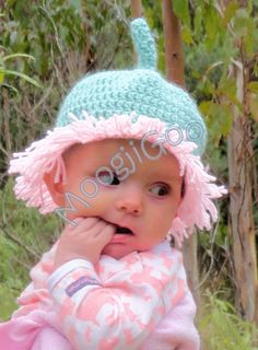 Anyone familiar with May Gibbs' Snugglepot and Cuddlepie stories would remember the character Little Ragged Blossom. Crochet Designs, Crochet Patterns, Crochet Baby Props, Blossom Costumes, Baby Flip Flops, Book Character Costumes, Knit Crochet, Crochet Hats, Book Week Costume