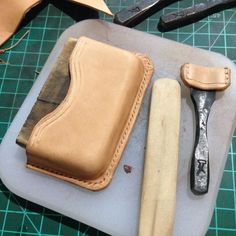 quelques pièces a venir – RF Turtle Leather Wallet Pattern, Leather Card Wallet, Leather Pouch, Leather Tooling, Leather Cigarette Case, Leather Working Tools, Leather Workshop, Kydex, Leather Craft
