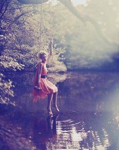 качели над водой
