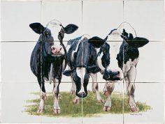 Ambachtelijk gedecoreerde tegeltableaus met afbeeldingen van boerderijdieren. Traditioneel handgemaakt in Friesland.