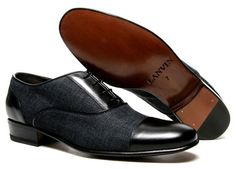 TIP: Roughen slippery leather soles New shoes with slippery soles can cause you flying. Use medium-grit sandpaper to scruff up the slick surface of the soles. Business Casual Attire For Men, Business Casual Dresses, Men Casual, Black Leather Shoes, Leather And Lace, Leather Men, Men S Shoes, New Shoes, Nikes Girl