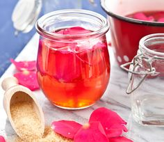 16 Delicious Flower Jelly Recipes You won't believe how many edible flowers can be made into a d Jelly Recipes, Jam Recipes, Canning Recipes, Canning Tips, Recipes Dinner, Cooker Recipes, Chutneys, Simply Yummy, Flower Food