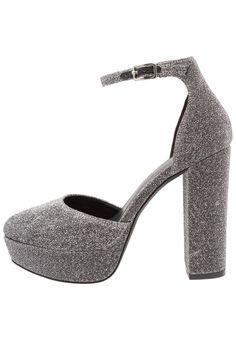 ¡Consigue este tipo de zapatos de salón de New Look ahora! Haz clic para ver los detalles. Envíos gratis a toda España. New Look SMERKING Zapatos altos gunmetal/pewter: New Look SMERKING Zapatos altos gunmetal/pewter Zapatos   | Material exterior: tela, Material interior: cuero de imitación/tela, Suela: fibra sintética, Plantilla: cuero de imitación | Zapatos ¡Haz tu pedido   y disfruta de gastos de enví-o gratuitos! (zapatos de salón, salon, court, courts, pumps, zapatillas, escarp...
