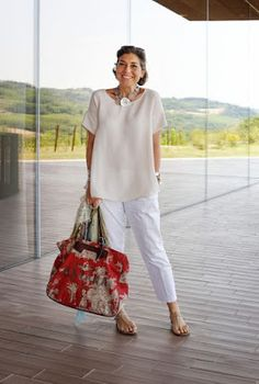 Do you know Consuelo Blocker? Daughter of Constanza Pascolato (reference . Over 60 Fashion, Over 50 Womens Fashion, 50 Fashion, Plus Size Fashion, Fashion Looks, Fashion Outfits, Fashion Tips, Fashion Trends, Fashion Stores