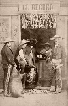 "Mexican cantina ""Pulqueria"" album of Mexican occupations made by the studio ""Cruces y Campa"" in the Old Pictures, Old Photos, Vintage Pictures, Bar Mexicano, Mexican Bar, Mexican Revolution, Mexican Heritage, Westerns, Mexicans"