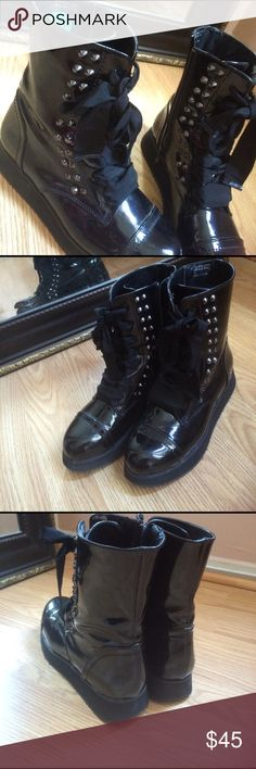 Black boots Very modern boots that will make any outfit to look rich and beautiful. Worn only once in new condition. Greattttt buy!!✨✨✨ Shoes