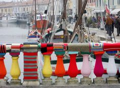 The 'Bridge Garibaldi' in the centre of Cesenatico, a little sea town on the Italian Adriatic Coast, was covered by coloured knitting!!   It took 40 kg of wool thread and 70 women from 'Centro Donna' to create 'The Sea of Wool'.