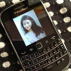 #inst10 #ReGram @cj_ooo: #블랙베리 #이쁜쓰레기 였던 너 그립지만 못 쓰겠다 #blackberry #셀스타그램 #셀카 #소통 #인친 #얼스타그램 #黑莓 #自拍 #BBer #BlackBerryClubs #BlackBerryPhotos #BlackBerry #BlackBerryClassic #Classic