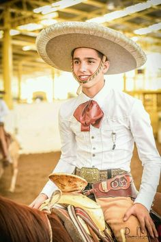 Mexican Rodeo, Mexican Style, Mexican Party, Cute Mexican Boys, Cute Country Boys, Charro Outfit, Traditional Mexican Dress, Outfits For Mexico, Cowboys Men