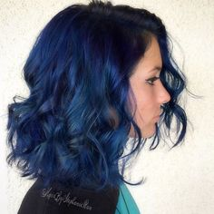 Curly Dark Blue Lob--such pretty curls! Midnight Blue Hair, Navy Blue Hair, Ombre Hair Color, Purple Hair, Blue Lob, Hair Color Dark Blue, Short Blue Hair, Pastel Hair, Green Hair