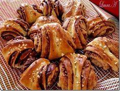 Korvapuusti briose finlandeze - retete culinare.  Reteta de briose finlandeze delicioase umplute cu nutella si migdale pentru un mic dejun satios.