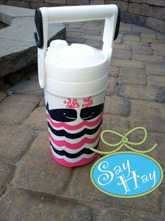 Personalized Gallon Monogrammed Cooler inspired by Lilly Pulitzer. Girly Stuff, Girly Things, Hand Painted Coolers, Cooler Painting, Amazing Gifts, Vinyl Projects, Shirt Ideas, Silhouette Cameo, Don't Care