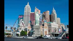 Im Land der unbegrenzten Achterbahnen.Die USA ist das Land mit den meisten Achterbahnen. In Las Vegas genießen die Passagiere den Ausblick auf eine Kopie der Freiheitsstatue bevor sie sich im nächsten Moment im freien Fall wieder voll auf die Strecke konzentrieren.