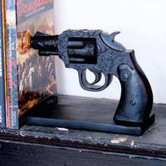 Wild West Gun Bookends - wouldn't be too hard to do with toy guns - spray paint them black, weight them a little and mount them. Up House, Gadgets, Burke Decor, Deco Design, Home And Deco, Wild West, My Dream Home, Home Organization, Home Accessories