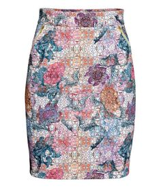 Knee-length skirt in woven fabric. Side pockets with zip and visible zip at back. Lined.