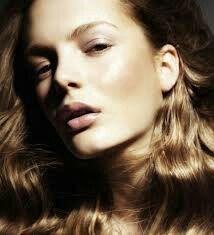 Kate Moss. .. those cheekbones!