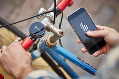 An easy-to-follow GPS compass for cyclists.