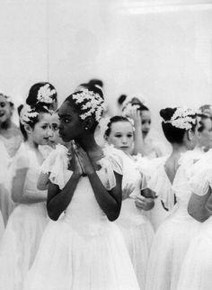 The Black Swan, Miami, Florida, 1990 © luis castañeda