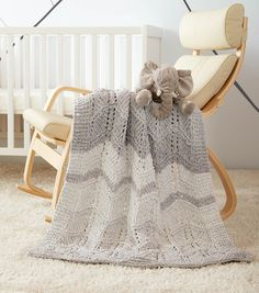 How To Make a Bernat Dappled Lacy Chevrons Knit Baby Blanket – Jumbo Knitting Blanket Wool Baby Blanket, Bernat Baby Blanket, Knitted Baby Blankets, Baby Knitting, Knitting Ideas, Knitting Patterns, Afghan Patterns, Knitting Projects, Crochet Patterns
