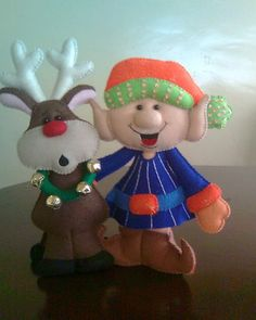 NAVIDAD FIELTRO | Aprender manualidades es facilisimo.com Christmas Clay, Felt Christmas Ornaments, Christmas Sewing, Christmas Projects, Kids Christmas, Holiday Crafts, Felt Decorations, Outdoor Christmas Decorations, Diy Projects Handmade