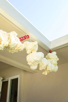 Turn the idea of traditional popcorn garland into something spectacular with this tutorial for making GIANT popcorn garland to hang outside. A can of foam sealant will help you make this easy Christmas decoration. Gingerbread Christmas Decor, Candy Land Christmas, Diy Christmas Garland, Christmas Yard, Diy Garland, Christmas Lights, Christmas Holidays, Christmas Crafts, Holiday Lights