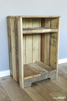 Pallet Wood Side Table With Rustic Style - The pallet wood side table with rustic style was so easy to DIY! I love the character the pallet furniture adds to our living room pallet pallets palletwood reclaimedwood sidetable DIY 224124518943958187