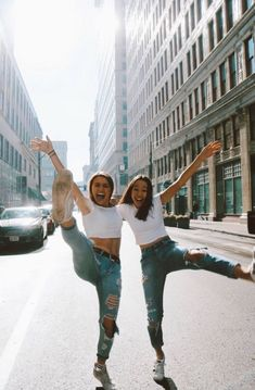 Trendy Travel Photography Ideas Best Friends Pictures Ideas ( 24 Photos ) - b. Photos Bff, Best Friend Photos, Best Friend Goals, Cute Photos, Bff Pics, Ideas For Instagram Photos, Happy Photos, Happy Pictures, Insta Photo Ideas